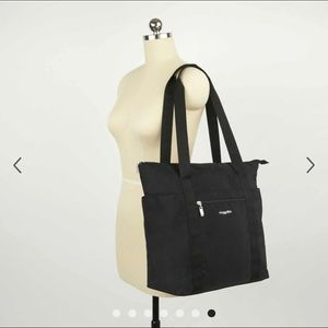Baggallini Bags - 🖤Baggallini North South Tote & Wristlet, Black🖤